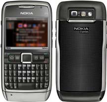 Nokia E71 looks front and back